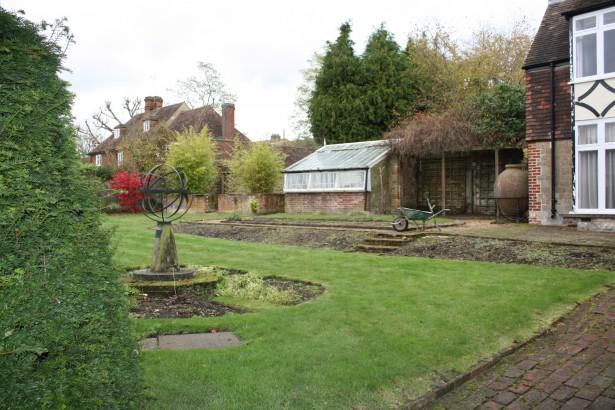 Sevenoaks-Garden-Formal-Before3